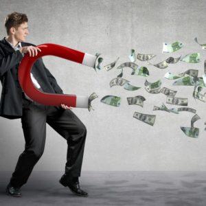 Unternehmer mit Geld im Hintergrund